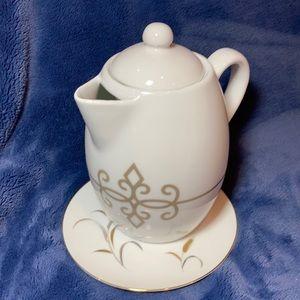 Starbucks White porcelain gray scroll teapot 2015